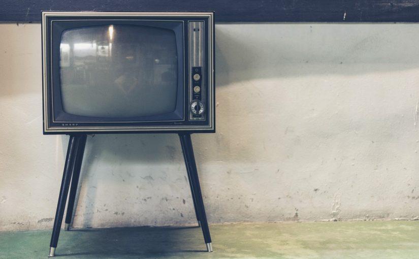 Rodzinny odsapnięcie przed telewizorem, czy też niedzielne serialowe popołudnie, umila nam czas wolny oraz pozwala się zrelaksować.